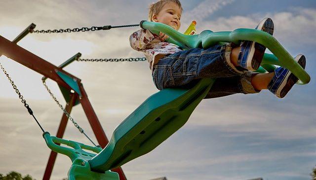 Jak zorganizować dziecku wakacje w domu? 5 sposobów na udane wakacje w mieście